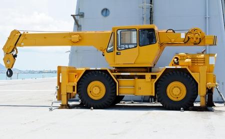 motor de carro: Gr�a amarilla