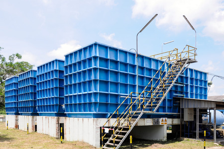 aguas residuales: Planta de filtración de agua para el abastecimiento de agua en Tailandia. Foto de archivo