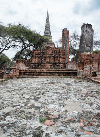 The ruin of the ancient large pagoda in the historical park,Ayutthaya Thailand. Imagens