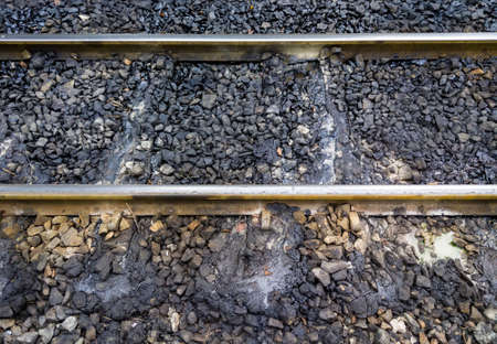 Grease stains running on the sleeper of the railway near the platform of the railway station, which is caused by the diesel locomotives at the station. Banque d'images