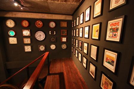 corner clock: Some corner Editorial
