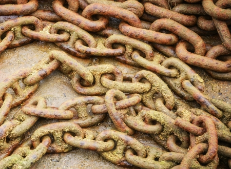 linkage: Detail of large rusty chain at harborside