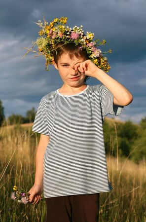 squint: young boy in open air, wreath, holiday