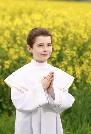 holy communion: ni�o en la primera Santa comuni�n, conciencia de pureza, rezando manos