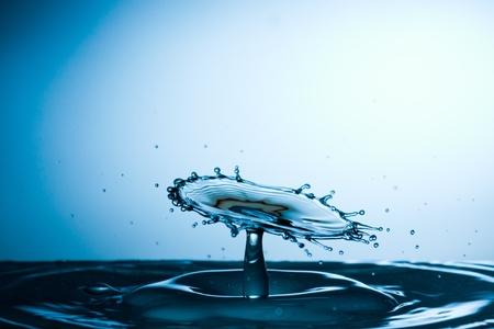 Kropla wody upadku i kolizji z innym Zdjęcie Seryjne