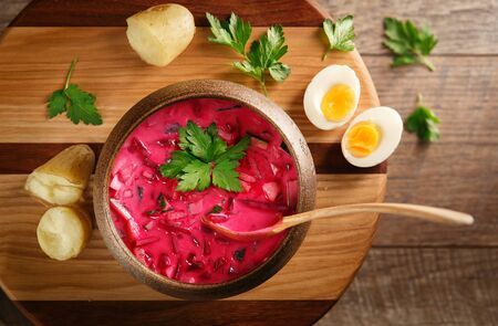 Could soup on wooden plate with potatoes Standard-Bild