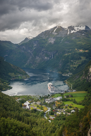 Fjord and mountain n Norway Standard-Bild