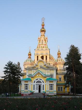 Almaty, Kasachstan - 15. Januar 2007: Ascension Cathedral (Zenkov Cathedral) ist eine russisch-orthodoxe Kathedrale in Panfilov Park entfernt. Fertiggestellt 1907, ist es die zweite h�chste Holzgeb�ude der Welt
