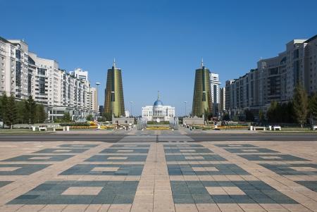 Blick Nurzhol Boulevard (Green Water Boulevard) mit dem Parlament und eigener Geb�ude accross, in Astana, Kasachstan.
