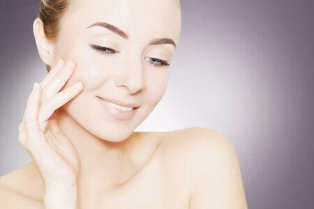 portrait of beautiful smiling woman with perfect skin 版權商用圖片 - 68535974