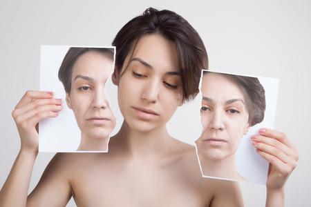 huid opheffen en oude huidproblemen concept portret van jonge Aziatische model Stockfoto