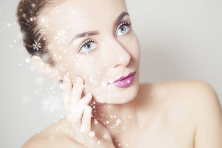 Studio shot of perfectly looking woman posing against snowy background 版權商用圖片 - 136404230
