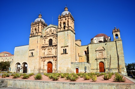 santo: Santo Domingo Church in Oaxaca quarter view