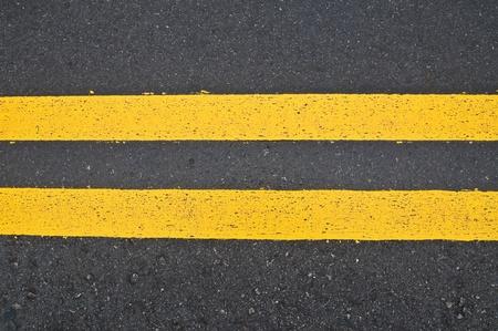 scheidingslijnen: Wegmarkering - dubbele gele lijnen