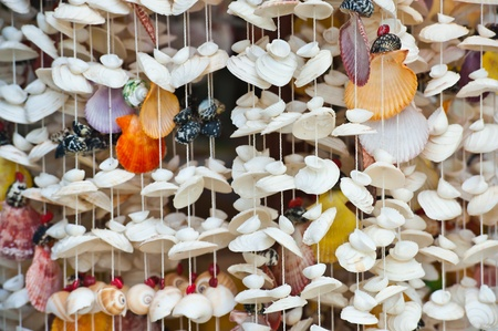 mujeres: handcraft mobile from shell