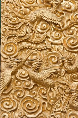tatouage oiseau: Golden Phoenix dans le temple chinois