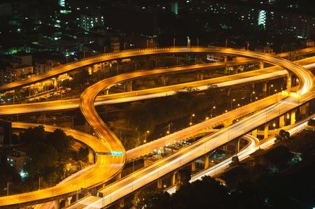 trails of lights: Expressway e autostrada di notte, Bangkok, Thailand
