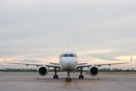 airplane wing: Commercial airplane parking
