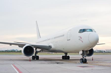 transporte terrestre: Estacionamiento de aeronaves comerciales