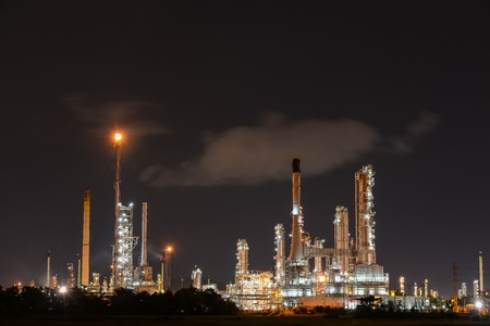 Oil refinery plant at night Stock Photo - 15796789
