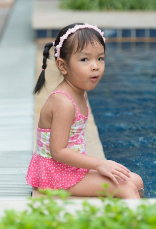 wet suit: Little girl swimming in pool