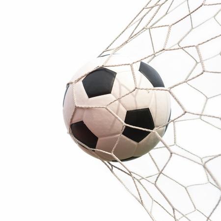 pelota de futbol: bal�n de f�tbol en la red en blanco Foto de archivo