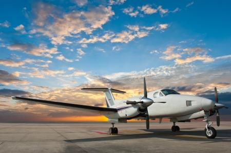 Hélice aparcamiento avión en el aeropuerto