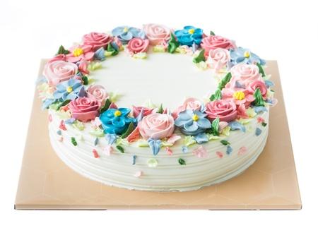 pasteles de cumpleaños: Torta de cumpleaños con flores en blanco Foto de archivo
