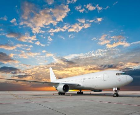 素敵な空と商業飛行機