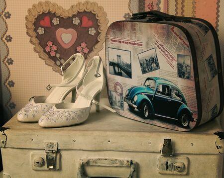 Hochzeit weiße Schuhe mit Vintage-Taschen