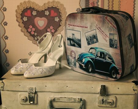 Mariage chaussures blanches avec sacs vintage