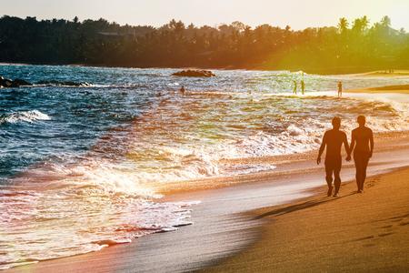 해변 풍경에 아름 다운 환상적인 일몰입니다. 선택적 포커스입니다.