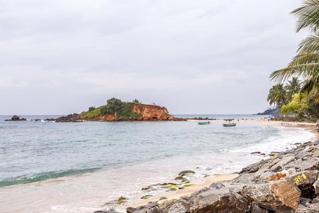 mallorca: Beautiful morning landscape tropical beach. Mirissa Beach. Sri Lanka.