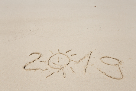 Happy New Year 2019, lettering on the beach. Standard-Bild - 110787214