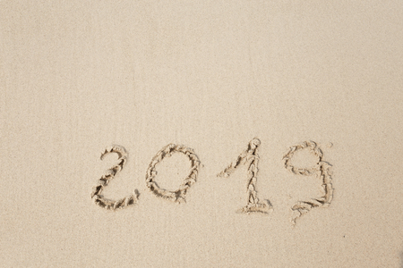 Happy New Year 2019, lettering on the beach. Standard-Bild - 110787219