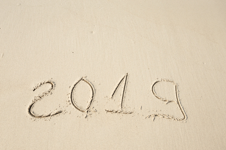 Happy New Year 2019, lettering on the beach. Standard-Bild - 110787154