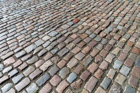Textura de azulejos. Patrón de adoquines alemanes antiguos en el centro de la ciudad. Pequeños adoquines de granito. Pavimentos grises antiguos.