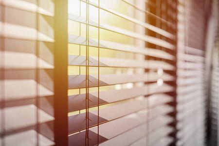 Bürojalousien. Moderne Holzjalousie. Lichtbereichssteuerung für Büro- und Besprechungsräume.