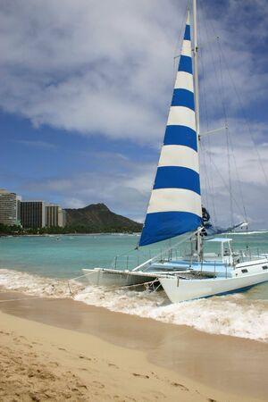 waikiki beach: Catamaran on Waikiki Beach