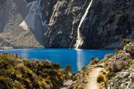 turqoise: mountain lake panorama with blue water and reflecting sun