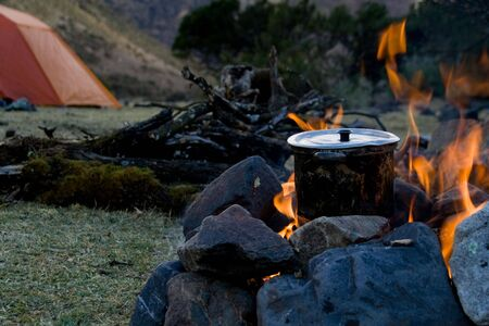 how to cook at an outdoor campsite Stock Photo