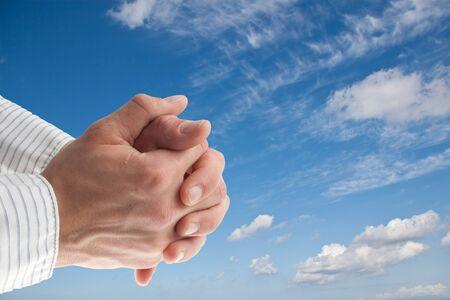 mano de dios: azul cielo con las manos orando aisladas