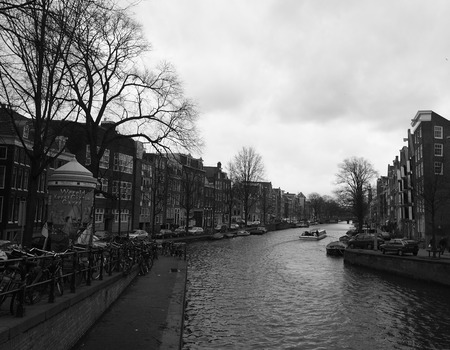 holand: Amsterdam Canal in Black and White