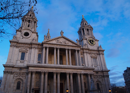st  paul   s cathedral: Front of St  Paul s Cathedral, City of London Stock Photo