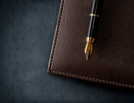 Leather brown notebook with fountain pen. Business background. 스톡 콘텐츠
