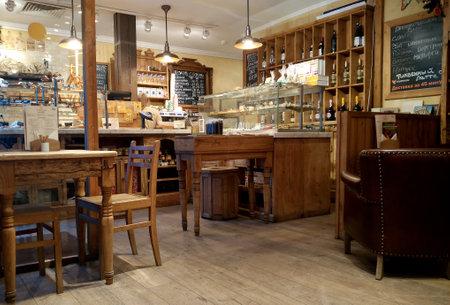 MOSKOU, RUSLAND - NOVEMBER 23, 2017: Gezellig Café en bakkerijwinkelbinnenland in het stadscentrum