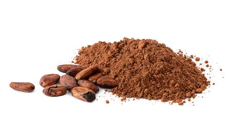 Cacao powder and cocoa beans isolated on white Stockfoto