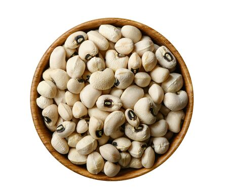 Black-eyed white haricot beans in wooden bowl isolated on white background. Top view 版權商用圖片 - 133100860