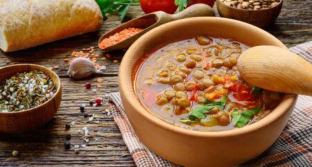 Lentil soup in wooden bowl. 版權商用圖片