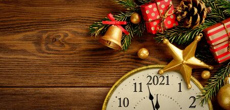 New year ever 2021. Retro style clock with christmas decorations. Imagens